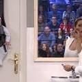 Pilar-Rucio-cuelga-un-bebe-en-la-puerta1