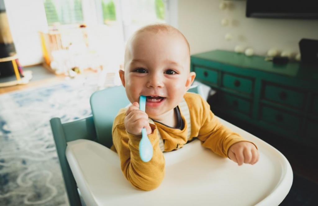 Por qué debes llevar a tu hijo al dentista cuando es bebé (aunque no le haya salido aún su primer diente)